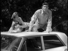 A bear in the backseat of the car Classic Tv, Classic Films, Barney Fife, The Andy Griffith Show, Fishing Hole, Good Old Times, Great Tv Shows, I Love Lucy, Old Tv