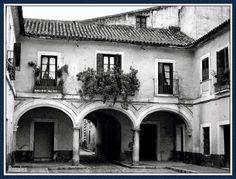El patio de la CASA DE LA MONEDA,  fotografía  de principios de los años cuarenta, que nos muestran ese espacio antiguamente llamado -Patio de los Mercaderes
