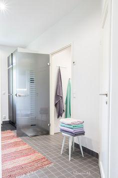 Esittelyssä: Värikylläinen koti - Kastelli-talot - Talosanomat Koti, Marimekko, Cabinet, Storage, Furniture, Home Decor, Acapulco, Clothes Stand, Purse Storage