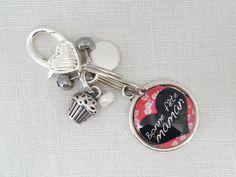 UN Porte clés, Bijou de sac, grigri en métal argenté et cabochon en verre 20 mm. *Bonne fête maman* : Porte clés par pour-dire-merci