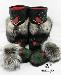 Aren't these just so gorgeous. Native Beading Patterns, Native Beadwork, Native American Dress, Native American Beading, Native Style, Native Art, Sewing Leather, Leather Craft, Indian Boots