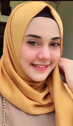 Smile girl pictures and quotes Beautiful Muslim Women, Beautiful Girl Image, Beautiful Hijab, Arab Girls Hijab, Muslim Girls, Hijabi Girl, Girl Hijab, Moslem, Muslim Beauty
