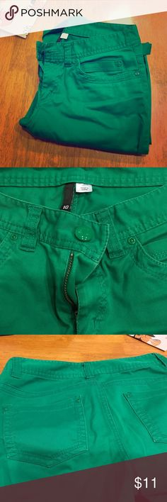 H&M Green Skinny Jeans Super cute H&M Divided skinny jeans in true green. Five pockets, pant legs can be worn rolled up or down, zip fly with green button. They will add an awesome pop of color to your wardrobe. Jeans Skinny