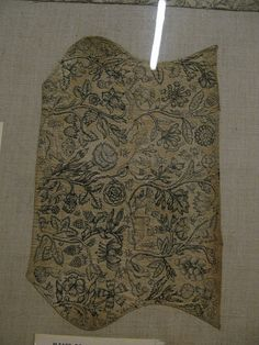 Victoria and Albert Museum, London. Coif of linen, printed from engraved plates. English, first half of 17th century. The linen was evidently printed in the shape of the finished item and was probably made for embroidery purposes. The coif is embroidered with couched silver thread (mostly recouched at a later date) and black silk speckling, and trimmed with sequins.   T.21-1946
