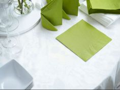Create a beautiful, setting for your St. Patty's Day dinner party with green FANTASTISK napkins.
