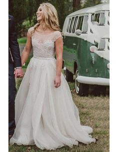 Chic Vinatge Illusion Neck Lace Bodice Long Split Tulle Beach Wedding Dress