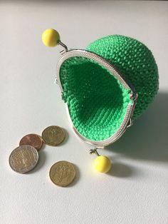 Porte monnaie vert et jaune - Un grand marché