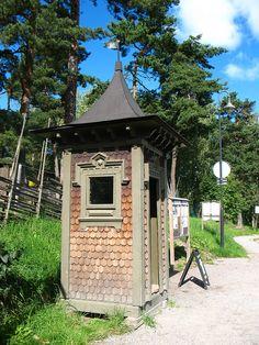 Old phone booth (telefonkiosk), Södertälje, Sweden by Vilseskogen via Flickr.