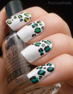 Uñas blancas de leopardo - Animal print nails