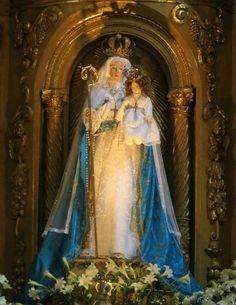 Hacia 1610 la Sma Virgen de El Buen Suceso previó, en sucesivas apariciones a la Abadesa del Monasterio de la Limpia Concepción de Quito, Venerable Madre Mariana de Jesús Torres pedía mandar a elaborar una imagen tal como se representaba ante sus ojos.