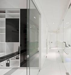Dental Clinic In Lisbon / Pedra Silva Architects Sliding doors- don't like the bland color