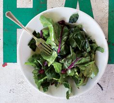 Hardy Greens With Lemon-Garlic Vinaigrette Be on the lookout for collards with smaller, tender leaves. If using more mature bunches, cut into thin ribbons instead of tearing. Lemon Garlic Vinaigrette Recipe, French Dinner Menu, Turnip Greens, Collard Greens, Make Ahead Salads, Cooking Recipes, Healthy Recipes, Vegetarian Recipes, Soup And Salad