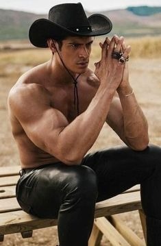 Leather Jeans Men, Tight Leather Pants, Muscle Hunks, Muscle Men, Hot Country Boys, Cowboys Men, Just Beautiful Men, Boys With Curly Hair, Guy Pictures