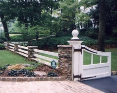 Need Ideas for a Wood Fence? Check out our Beautiful Gallery of Wood Fence Ideas and Designs including Privacy, Security, Decorative Fences & More. Front Gates, Front Yard Fence, Entrance Gates, Fence Gate, Front Yard Landscaping, Farmhouse Landscaping, Farm Fence, Diy Fence, Fence Panels