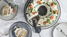 Voileipäkakku rengasvuoassa   Kakut   Yhteishyvä Swedish Recipes, Tex Mex, Hummus, Camembert Cheese, Dairy, Baking, Ethnic Recipes, Fill, Cakes