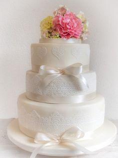 Frühlingshafte Hochzeitstorte - ofenkieker