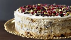 Party cake with lemon cream and raspberries – Oppskrifters Nigella Lawson, Christmas Pudding, Christmas Desserts, Italian Christmas Cake, Nigella Christmas, Cake Recipes, Dessert Recipes, Norwegian Food, Norwegian Recipes