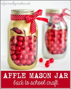BACK TO SCHOOL APPLE MASON JAR-Simple and reminding jar to go back school.Supplies:Mason jarAlcohol (for wiping the jar clean)RibbonKrylon Gold Metallic or Krylon Looking Glass spray paintSilhouette (apple file)Silhouette CameoVinyloptional: cherry sours Apple Mason Jar, Fall Mason Jars, Mason Jar Diy, Mason Jar Projects, Mason Jar Crafts, Bee Crafts, Fall Crafts, Back To School Crafts, Diy School