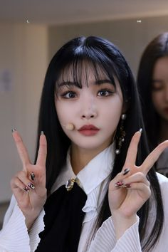 Kpop Girl Groups, Kpop Girls, Kim Chungha, Idole, Uzzlang Girl, Korean Makeup, Kpop Aesthetic, Korean Singer, Pretty People