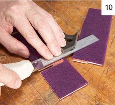 You don& need much to master the art of the DIY jewelry box! Basic stained wood and felt will do the trick: here& a free tutorial. Wood Projects That Sell, Woodworking Projects That Sell, Popular Woodworking, Diy Wood Projects, Diy Woodworking, Woodworking Furniture, Jewelry Box Plans, Small Jewelry Box, Simple Jewelry