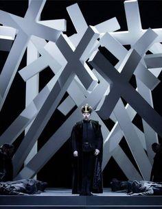 Opernhaus Zürich, Don Carlo (Verdi), montaje de Sven-Eric Bechtolf.                      - Could be a good crucible set!
