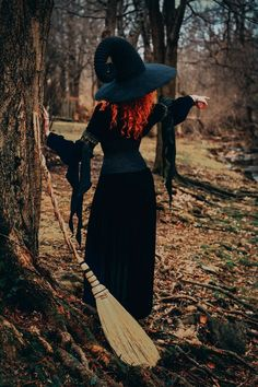 Autumn Aesthetic, Witch Aesthetic, Halloween Photography, Creative Photography, Halloween Photos, Halloween Town, Autumn Witch, Witch Pictures, Pin Up