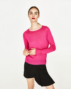 SWEATER WITH SIDE SLITS DETAILS  1,590 RSD  COLOR: Fuchsia  1509/004