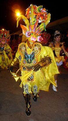 Perú - Puno La fiesta de La Candelaria, observe su traje típico ...