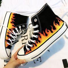 Mode Converse, Galaxy Converse, Sneakers Mode, Classic Sneakers, Sneakers Fashion, Fashion Shoes, Converse Style, Converse Sneakers, Converse All Star