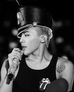 GD looking hot~ Is that T.O.P.'s hat though? ;-)
