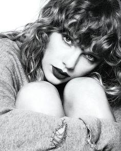 """1,073 curtidas, 47 comentários - Portal Famosos Brasil (@portalfamosos) no Instagram: """"Mais uma foto promocional de Taylor Swift para o #reputation. Quem aí já está viciadíssimo no disco?"""""""