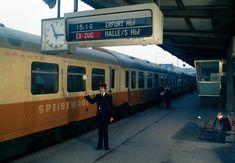 Speisewagen im Städteexpress von Berlin nach Erfurt über Halle/Saale (Rennsteig) auf dem Bahnhof Berlin-Lichtenberg, 1981 | Bildrechte: Deutsche Bahn HS