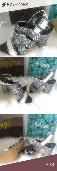 SAM Edelman ( Circus) peep toe chunky heels CIRCUS BY SAM EDELMAN  PEEP TOE HEELS. PRE LOVED IN EXCELLENT CONDITION. THE ONLY THING WRONG IS THE FLIP IS LIFTED UP WHERE THE HEEL GOES. NOT NOTICEABLE AS IT'S ON THE INSIDE OF THE SHOE. BLACK AND WHITE BEAUTIFUL SNAKESKIN LOOKING DESIGN..MINOR SCUFFS AT THE BOTTOM FROM WALKING IN THEM. SIZE 8.5.. Circus by Sam Edelman Shoes