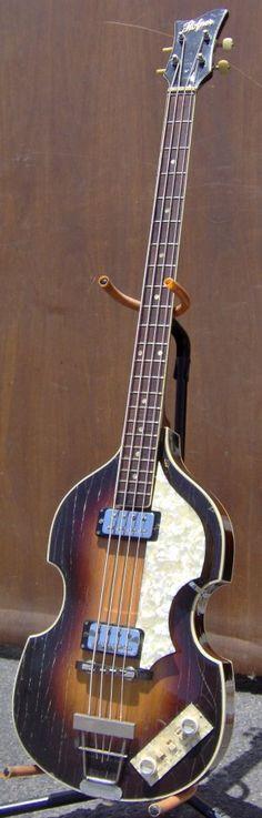 Flying Blanket Recording - Guitars/Basses - Hofner 1966 500/1 violin bass