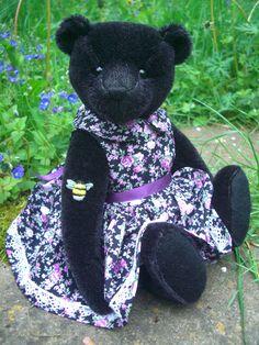 Store Bear Design, Applique Designs, Doll Clothes, Bears, Plush, Teddy Bear, Velvet, Dolls, Store