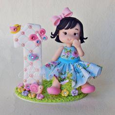 Topo de bolo, topinho, vela personalizada em biscuit jardim encantado. Cake Topper, Polymer Clay, Porcelana fria, Cold Porcelain Daisy Martins (55) 33 99137-6167