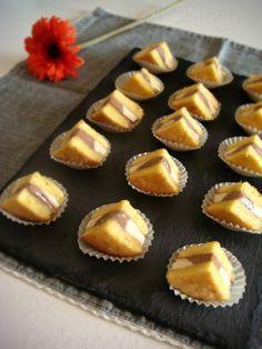 """Una meravigliosa ricetta di Montersino, tratta da """"Tiramisù E Chantilly"""" che fa ottenere dei buonissimi mignon, golosi, scioglievoli i..."""