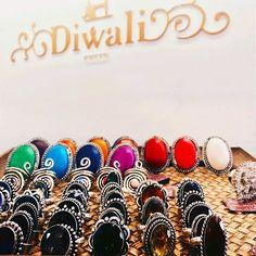Vivez l'expérience entre amies des Mercredis Diwali  Venez à 2 (ou plus) en boutique et bénéficiez de -20% sur vos achats ! Au programme : conseils personnalisés, large choix de produits, bonne humeur… On ❤ ! Retrouvez toutes les adresses de nos boutiques sur l'e-shop !  It's Wednesday, perfect moment to shop our pretty accessories! #diwaliparis #stores #paris #friends #shopping #gift #accessories