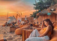 Biển khơi Phú Quốc không chỉ xanh biếc rạng rỡ khi bình minh ló rạng, ánh nắng chói chang chiếu toả mà còn say đắm lịm tim mỗi khi hoàng hôn buông xuống. Bài viết Ngắm hoàng hôn Phú Quốc đẹp lịm tim tại top 5 quán bar này đã xuất hiện đầu tiên vào ngày Luxury Inside. Beach Club, Luxury Restaurant, Orange Beach, Beach Bars, Top 5, Building, Sunset, Travel, Outlets