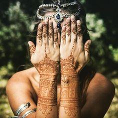 Hannah Loving Henna! Great Shot from an earlier photo shoot this year✨Wearing HindiIndieBig Thanks to  By Shanti (Newcastle)#authentic #henna #indianhenna #mehndi #hippy #picoftheday #boho #tribal #gypsy #loveindia #ootd #hindiindie @hindiindie_australia