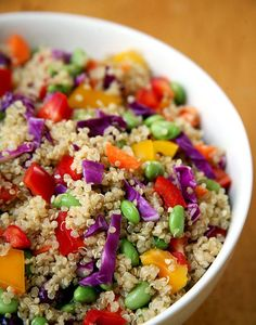 This prep-ahead sesame ginger quinoa salad makes a great meal, no matter what time of day. If you need a filling, ready-to-go dinner after a late-evening yoga class, this salad is perfect. Photo: Jenny Sugar Check out the website to see Healthy Bites, Healthy Foods To Eat, Healthy Dinner Recipes, Healthy Snacks, Healthy Eating, Vegan Dinners, Salad Recipes, Diet Recipes, Vegan Recipes