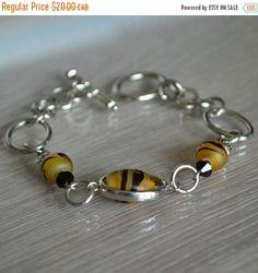 Bracelet  mode pour femmes perles en verre jaune de la boutique BijouxElisArt sur Etsy