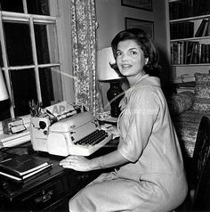 Jackie Kennedy Onassis: The Surprising Facts You May Not Know About The Former First Lady - Page 5 of 24 - Jacqueline Kennedy Onassis, John Kennedy, Les Kennedy, Jaqueline Kennedy, Ansel Adams, Familia Kennedy, Photo Vintage, Vintage Glam, Vintage Photos