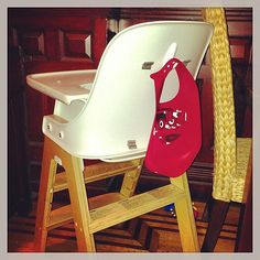 Use a Command Hook as a Bib Hanger-Until I discovered this trick, my baby's bibs were never in the right place when I needed them. Now I just get him situated in his high chair, reach back, and grab a bib — easy and out-of-sight! Mom Hacks, Baby Hacks, Crafts For Teens To Make, Diy And Crafts, Easy Crafts, Good Parenting, Parenting Hacks, Lifehacks, Cute Desk Chair
