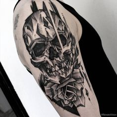 No Made in Brazil dessa semana, a Tattoaria vai falar do Blackwork insano do Renato Vision. O cara simplesmente arrepia a cada tattoo que executa.