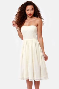 Someday may be sooner than you think. to be dancing cheek to cheek in the Someday Sweetheart Strapless Ivory Midi Dress! Full, midi-length skirt and fitted sweetheart bodice. White Strapless Dress, Ivory Dresses, White Dress, Formal Dresses, Dresses For Engagement Pictures, Junior Cocktail Dresses, Cream Midi Dress, Midi Length Skirts, Pretty Outfits