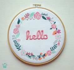 Hello Floral Wreath 8'' Modern Cross Stitch Pattern PDF - Instant Download. Flower Pattern. Welcome Sign Chart. Baby Announcement. Hoop Art. par VelvetPonyDesign sur Etsy https://www.etsy.com/fr/listing/285381733/hello-floral-wreath-8-modern-cross
