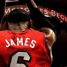 Dal 2004 ad oggi, LeBron James ha segnato più punti nei playoffs in carriera di 10 squadre:  Wizards: 6,586 Nets: 6,452 Magic: 6,413 76ers: 5,439 Bucks: 5,382 Pelicans: 4,073 Kings: 2,237  Knicks: 2,176 Timberwolves: 2,163 Hornets: 1,342  Totale nei playoffs del Re? 6911 punti 1687 assist 2122 rimbalzi 419 palle rubate 232 stoppate 239 gare  IMPRESSIONANTE ° ° ° #nbapassion #lebron Lebron James, Nba, Sports, T Shirts, Hs Sports, Sport