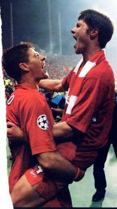 Xabi Alonso and Steven Gerrard Lovely moment ❤ Liverpool Fc Champions League, Fc Liverpool, Liverpool Football Club, Xabi Alonso, Liverpool Wallpapers, Steven Gerrard, You'll Never Walk Alone, Football Players, Celebrities