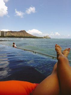 infinity pool on waikiki at the edge